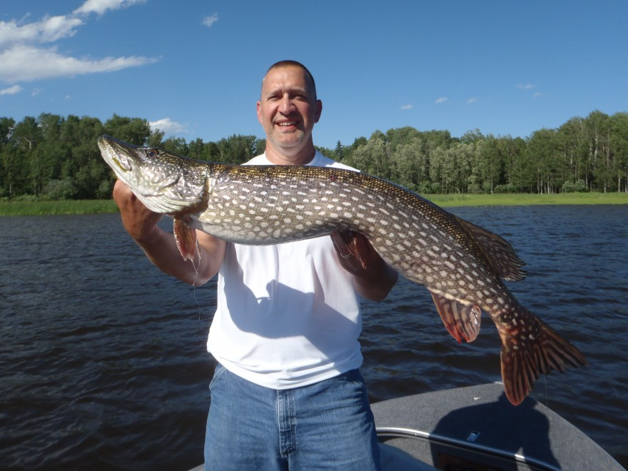 July 15 2011 silver water wheel lodge for Lac seul fishing report