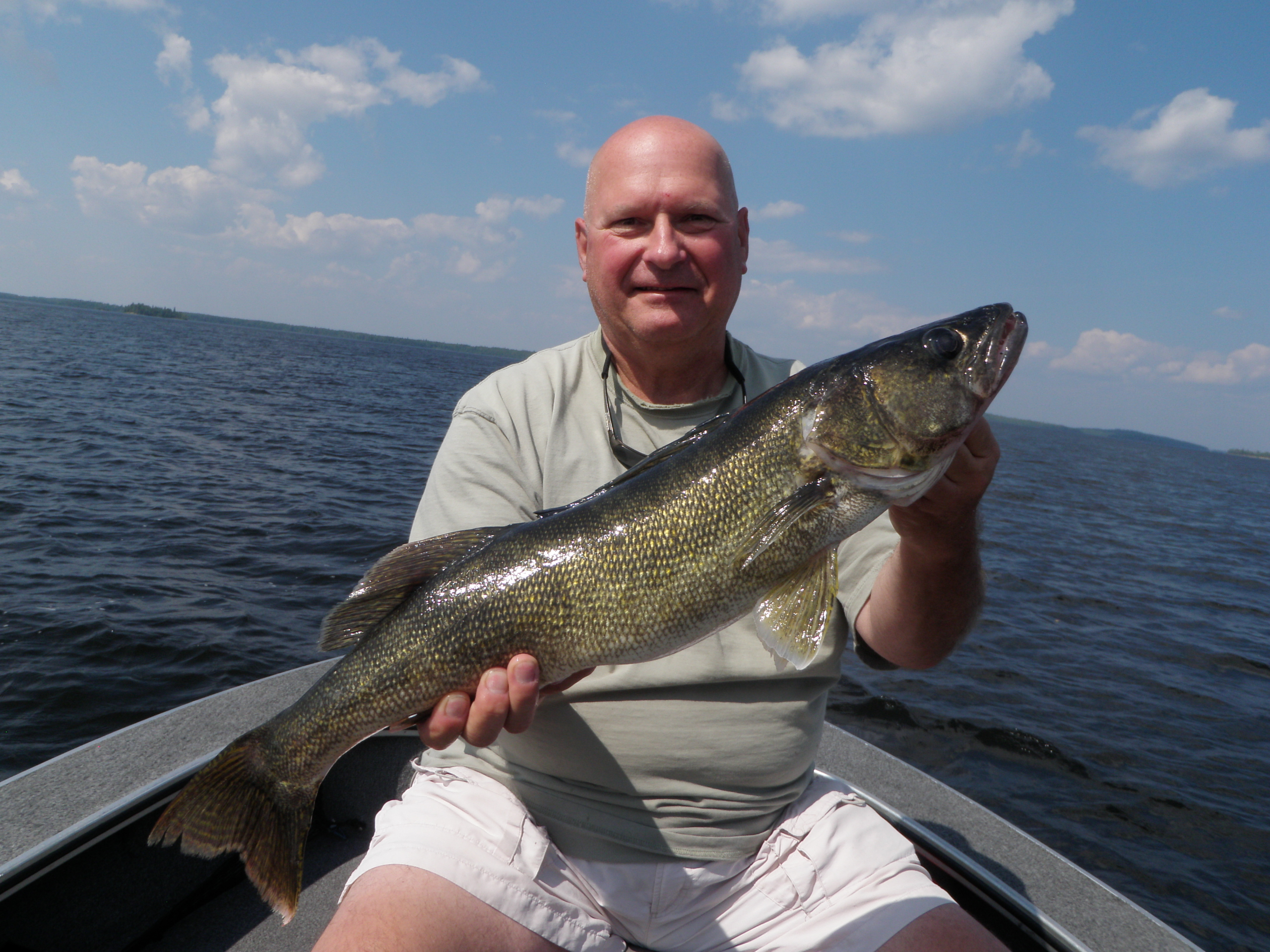 Mike guinta 29 silver water wheel lodge for Lac seul fishing report