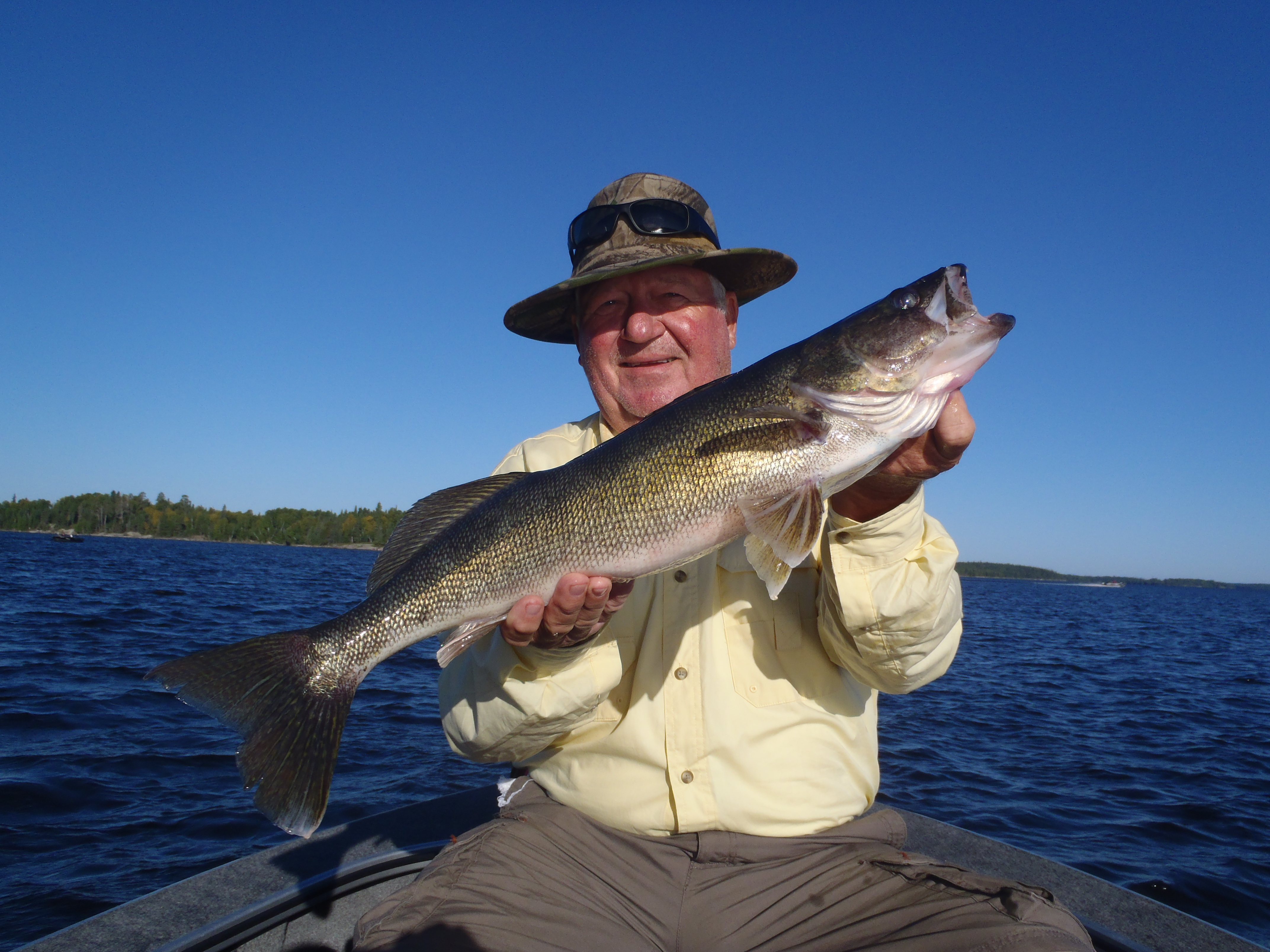 Dennis radde 27 silver water wheel lodge for Lac seul fishing report