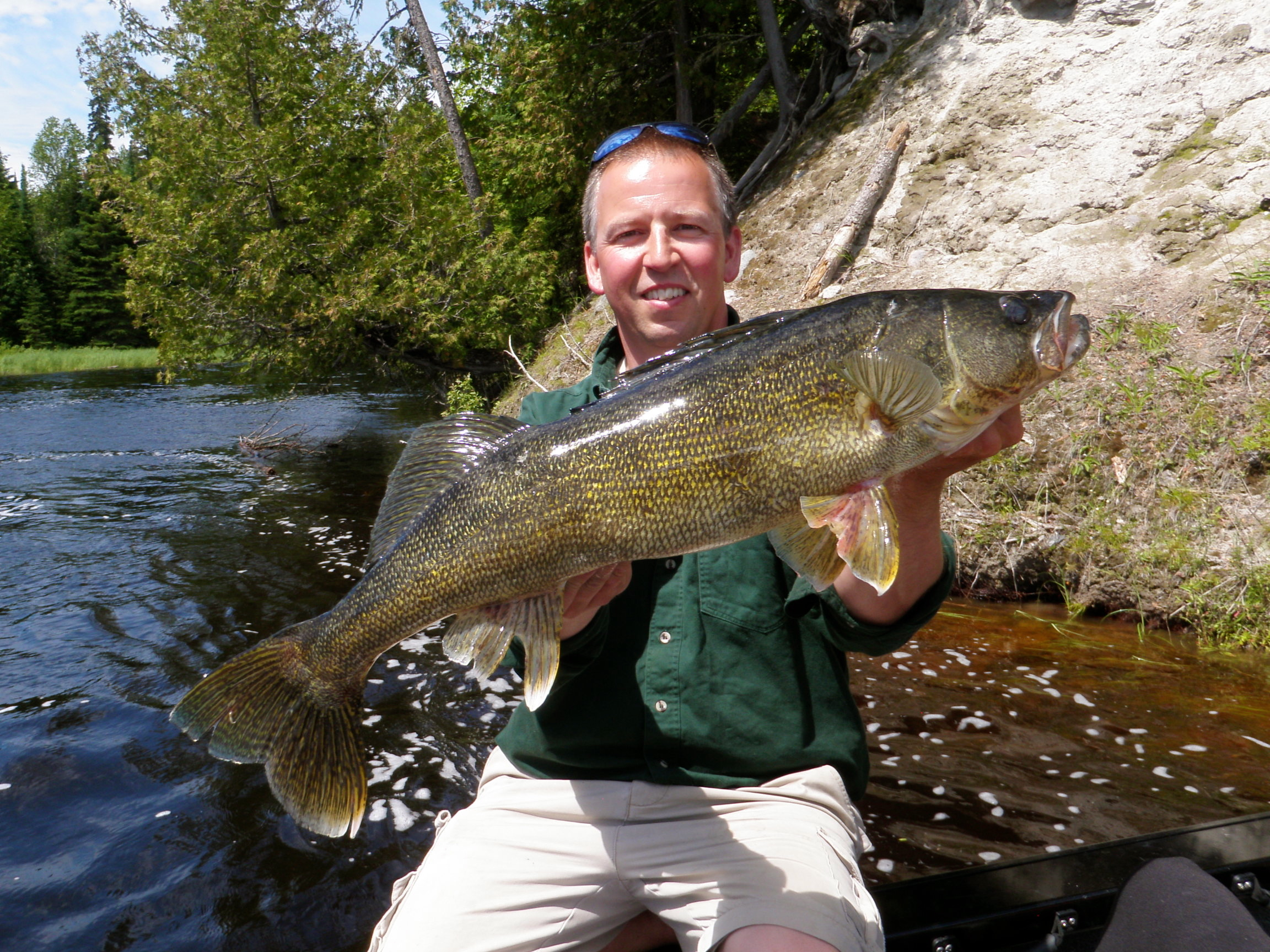 Brett mccallum silver water wheel lodge for Lac seul fishing report